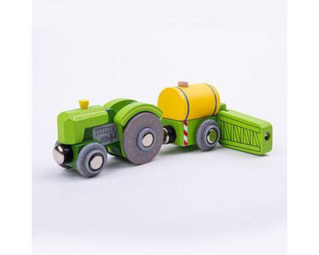 Traktor mit Fass und Spritze