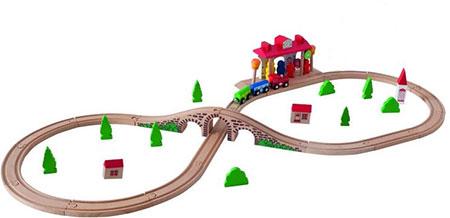 Holzeisenbahn-Set inklusive Bahnhof mit Sound
